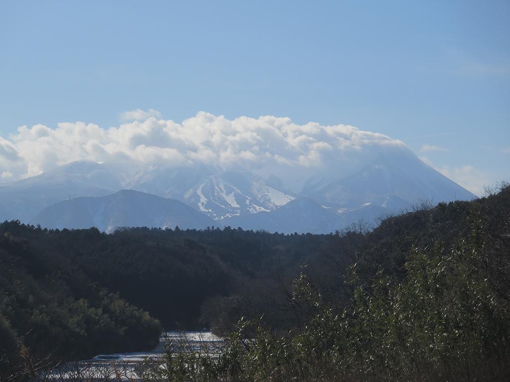 大山の雲海。冬。